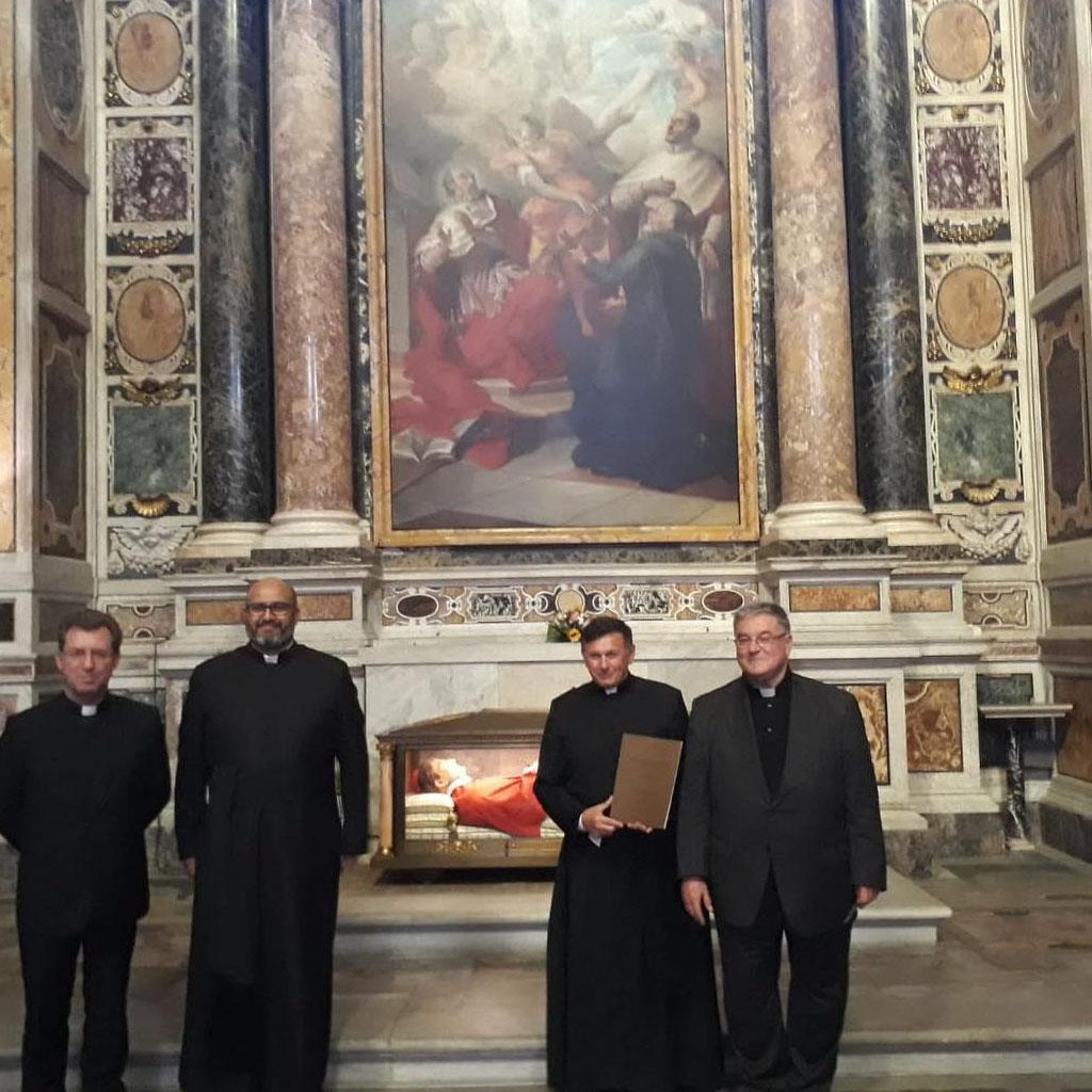 El R.P. Juan Roberto Orqueida Guaglianone, C.R., obtuvo la licenciatura en Sagrada