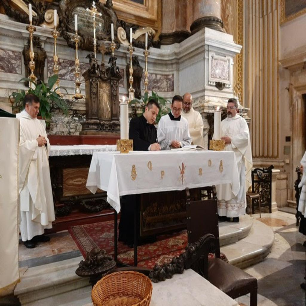 El Hno. Carlos Andrés Hernández, C.R., renovó su profesión religiosa temporal
