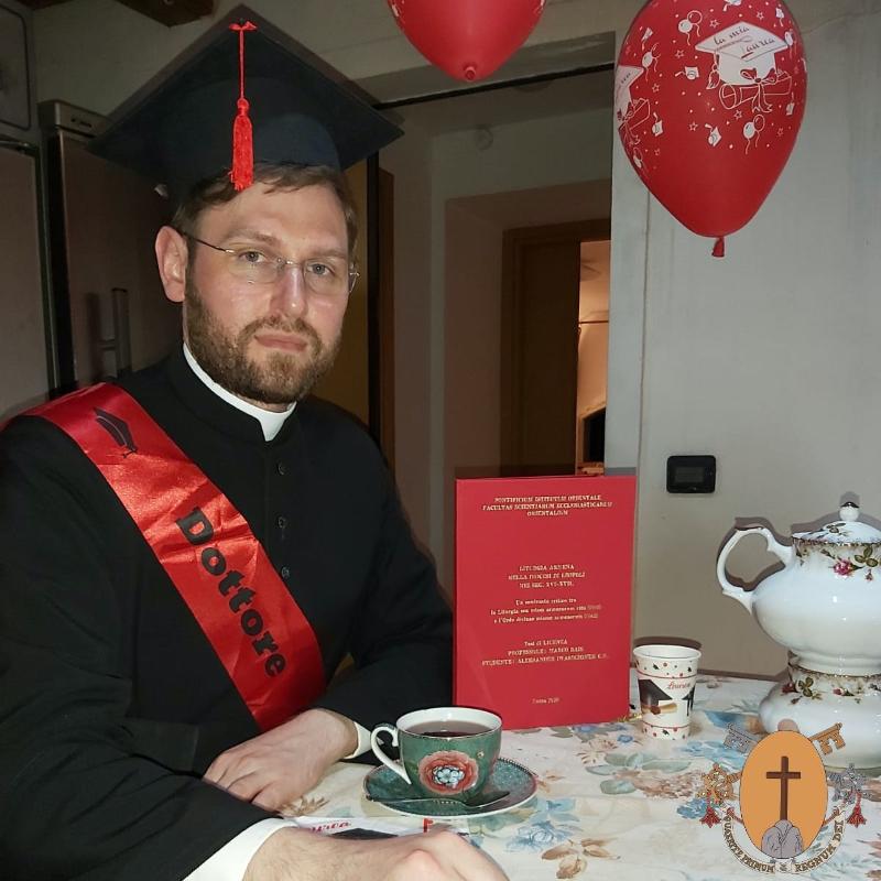 Le Père Aleksander Iwaszczonek, C.R., est diplômé en liturgie de l'Institut