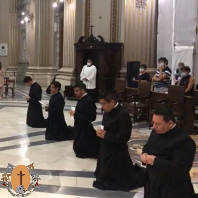7 août 2020: Une ordination sacerdotale aux États-Unis et cinq professions solennelles à